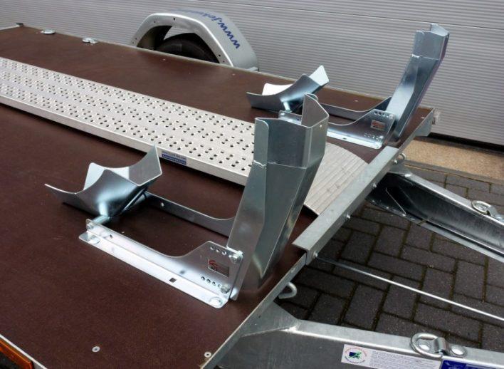 motortrailer-met-wielblokken-geremd