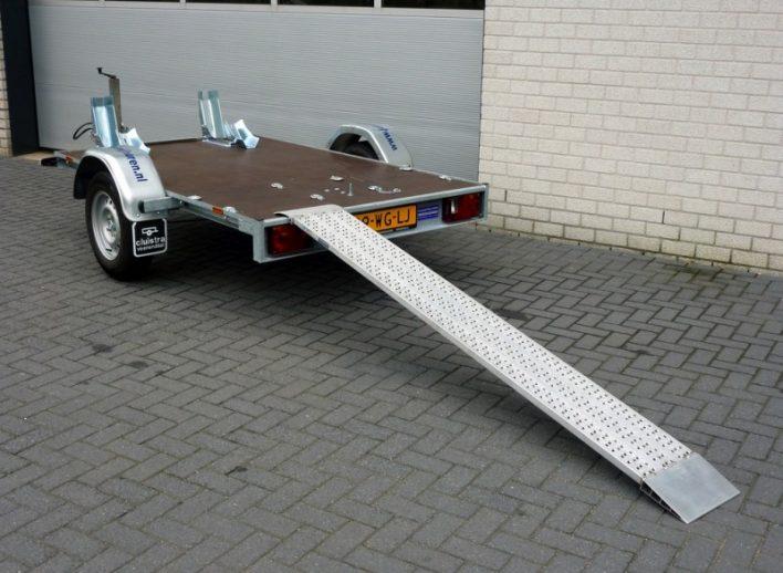 motortrailer-oprijplank-wielblokken