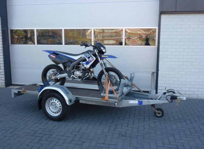 motortrailer-huren-oprijplank-wielblokken