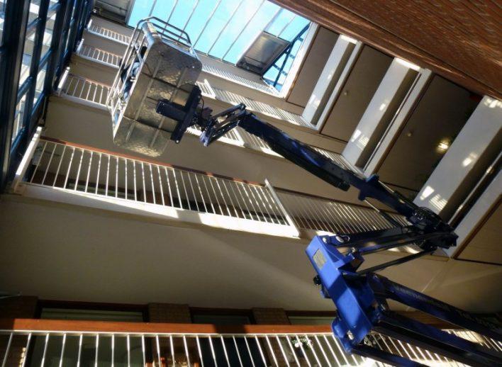 19-meter-spinhoogwerker-in-atrium-26-4