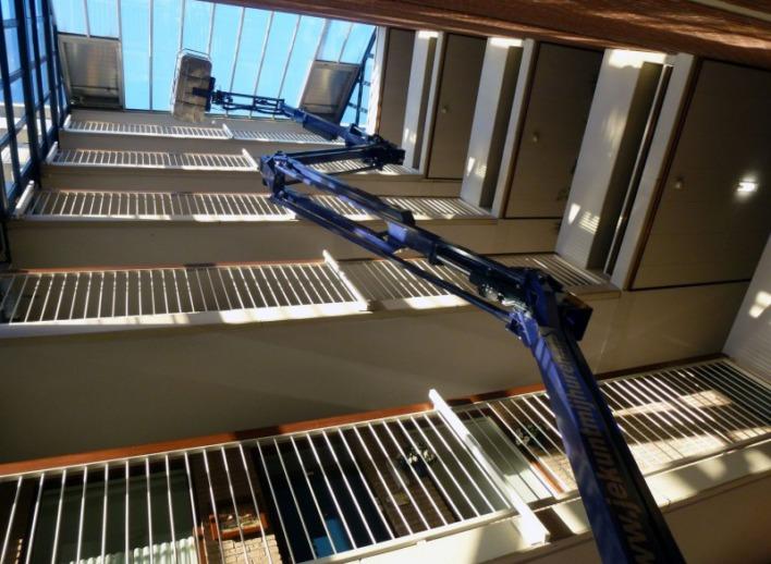 19-meter-spinhoogwerker-in-atrium-26-5