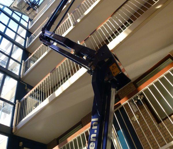 19-meter-spinhoogwerker-in-atrium-26-7