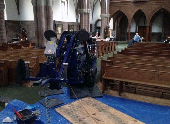 spinhoogwerkers-in-kerk-28-10