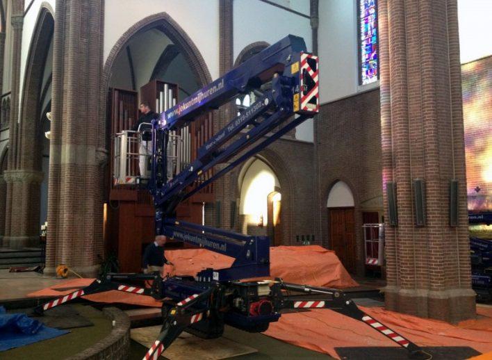 spinhoogwerkers-in-kerk-28-6