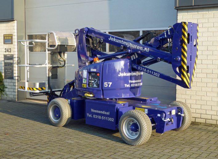 12 meter knikarmhoogwerker in transportstand